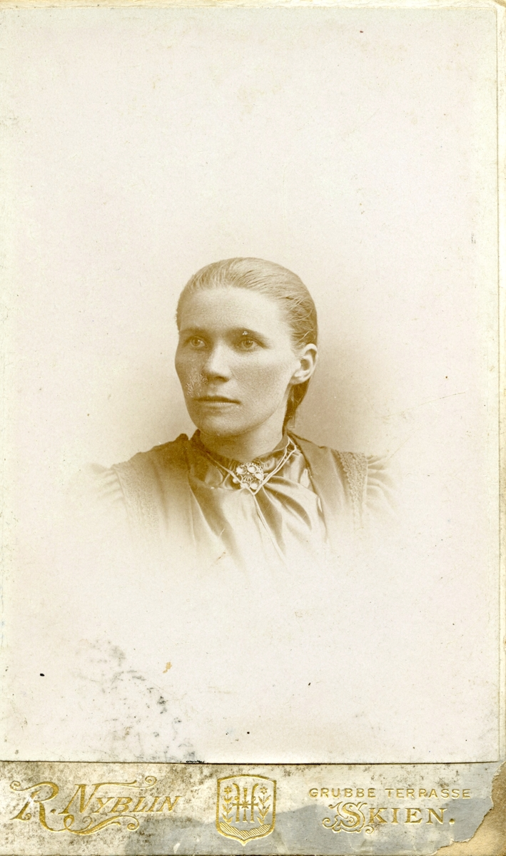Portrett av ukjent ung kvinne