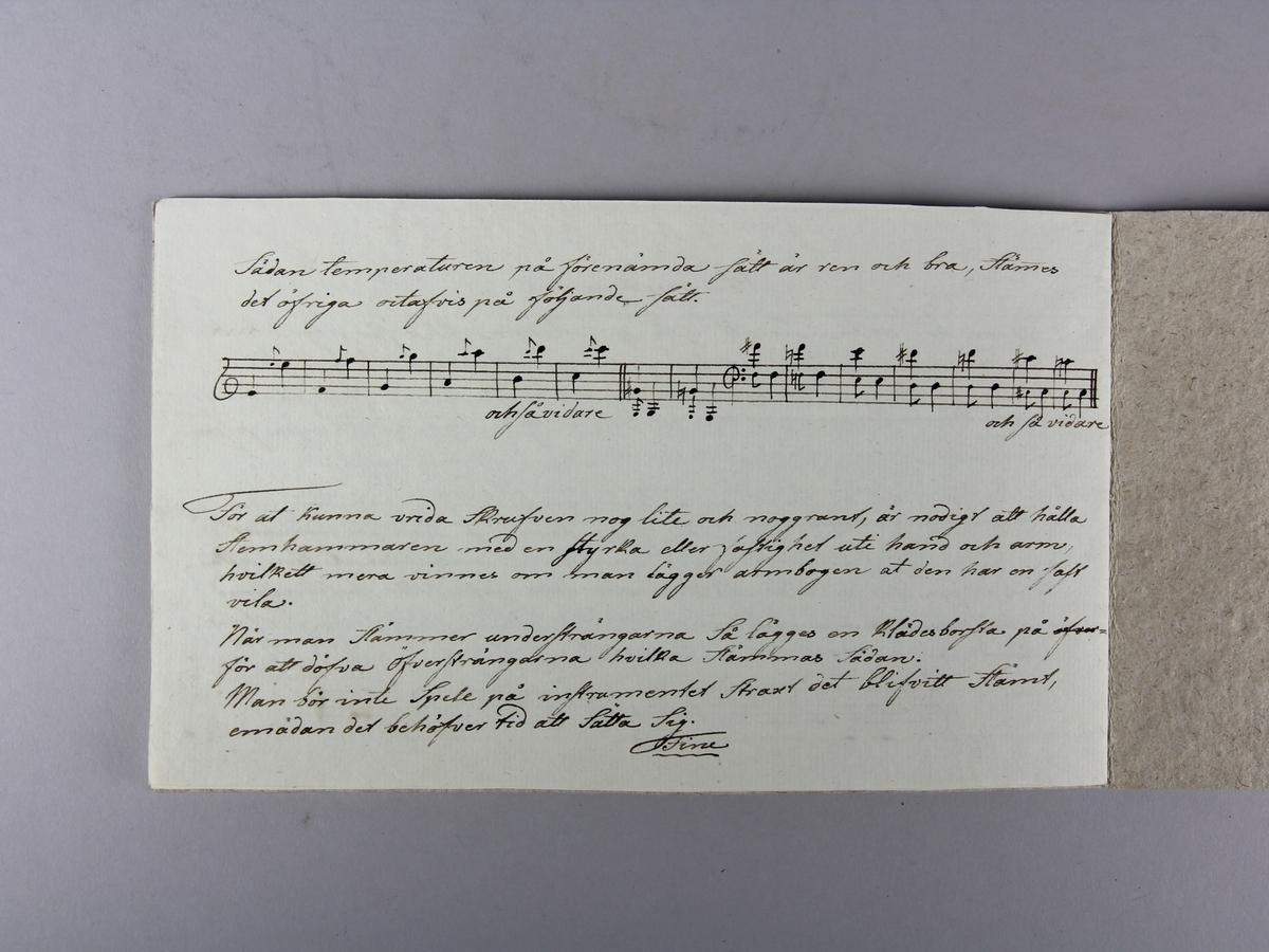 Häfte med temperaturanvisningar för harpspel, handskriven.