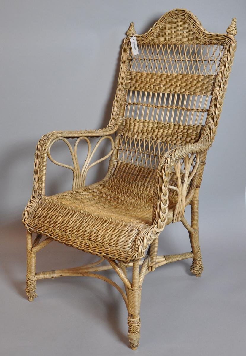 Flettet stol med kryssprosser.
