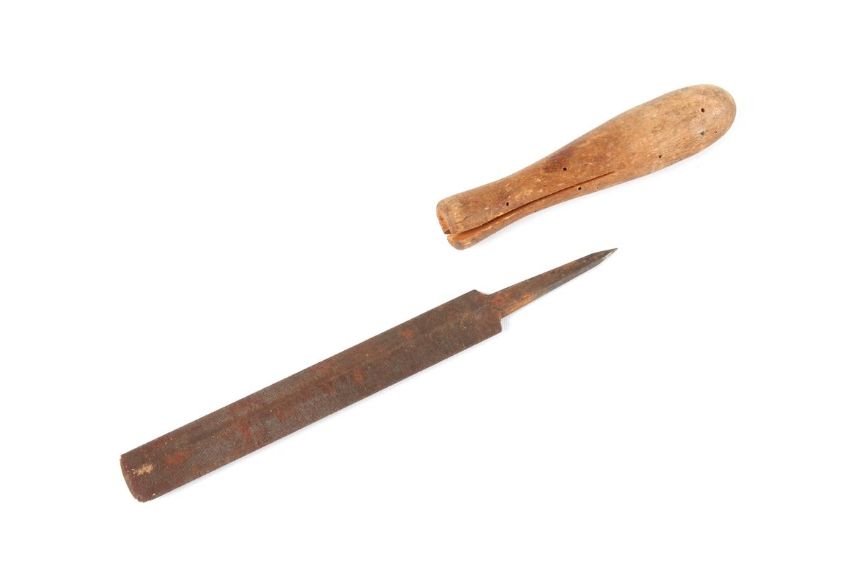 Fil som består av et trehåndtak med avtagbart filblad.