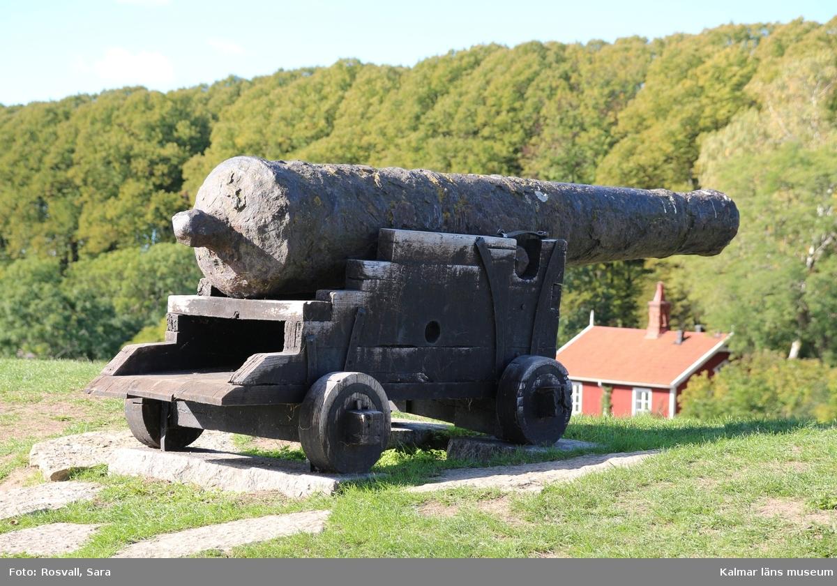 KLM 38997. Kanon. Av järn. Sex vulster fördelade på sex ställen.