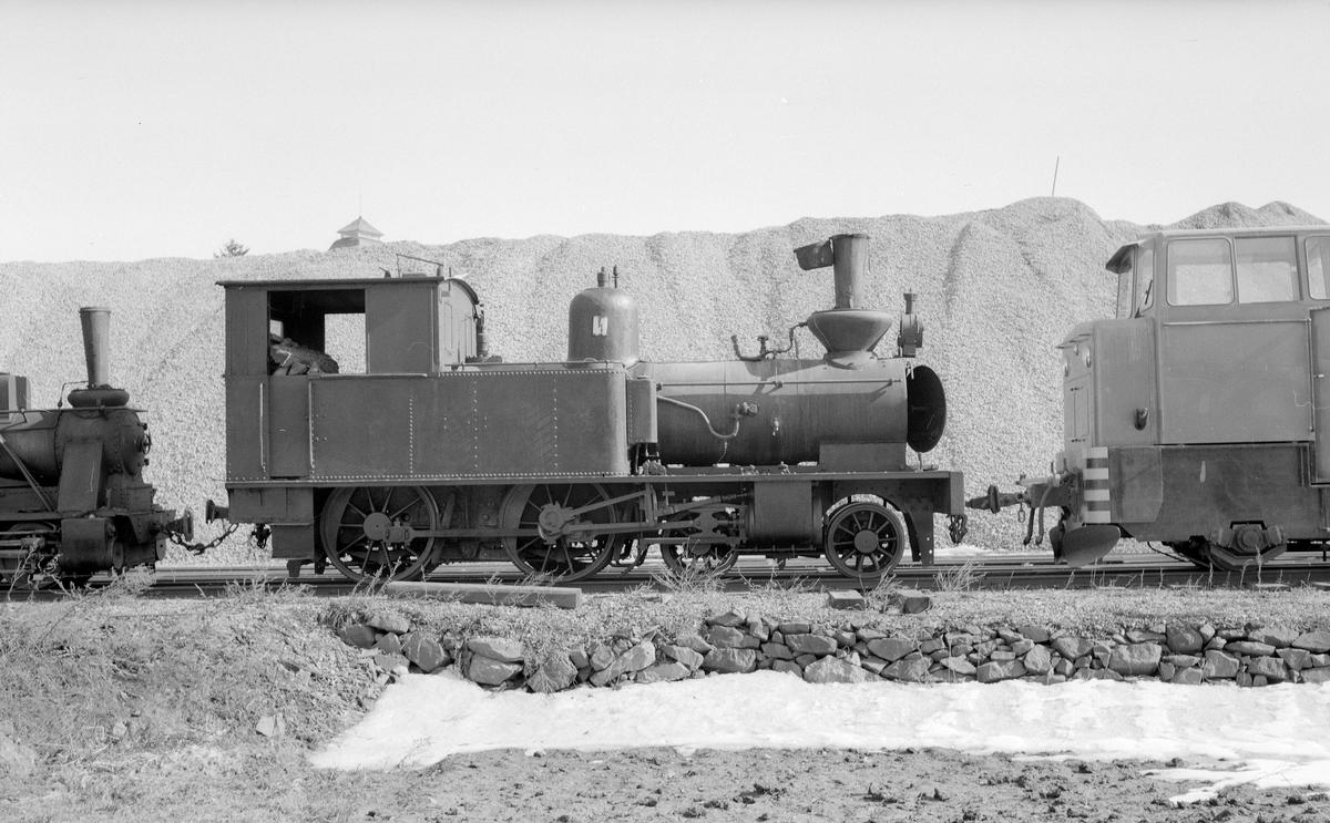 """Smalspårigt, 891 mm, växellok Dannemora Gruva. Ursprungligen Kalmar - Berga Järnväg, KBJ lok 5 """"Nanna""""."""
