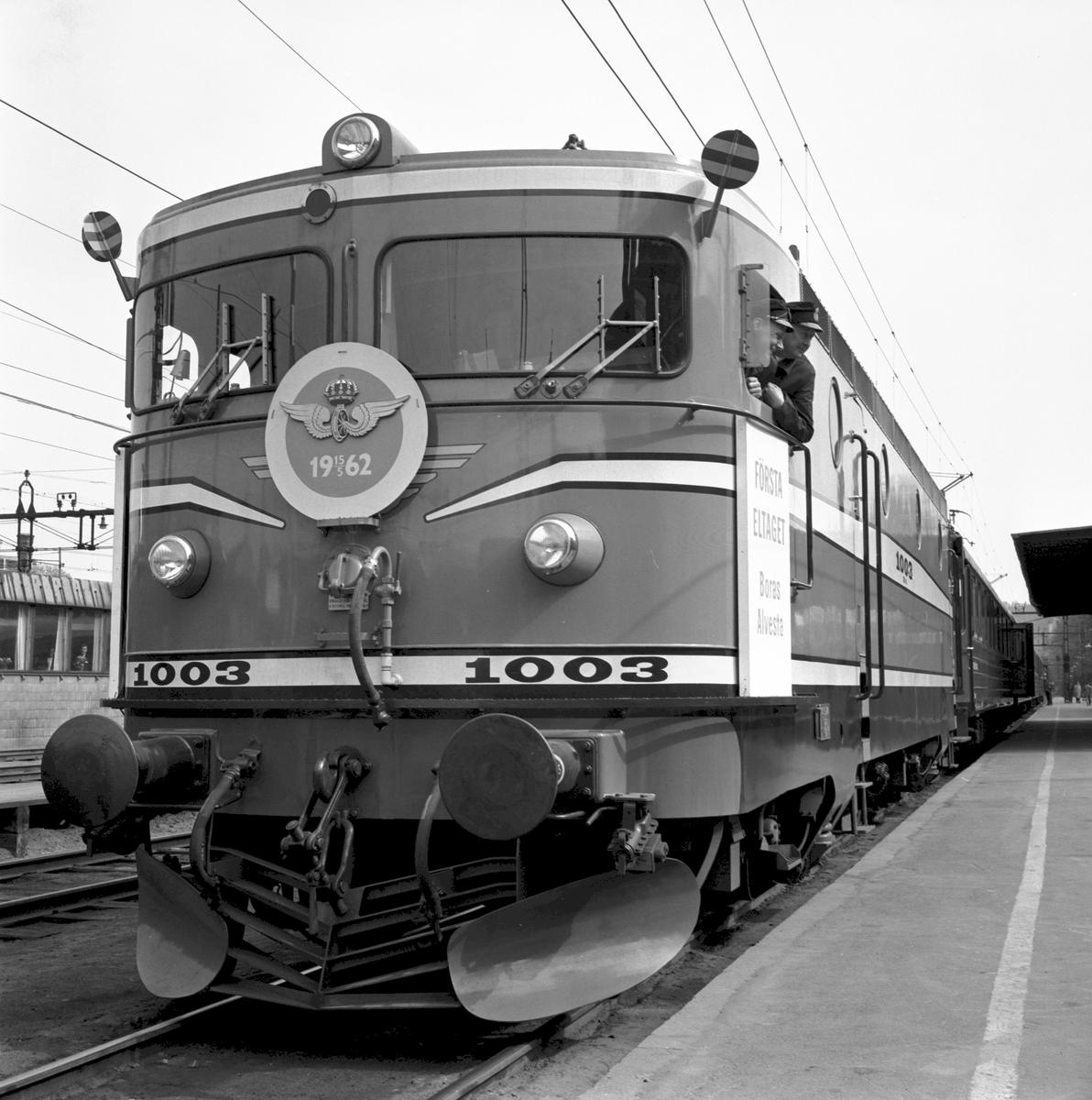 Borås Centralstation. Elektrifiering av sträckan Borås-Alvesta. Första eltåget, SJ Rb2 1003.