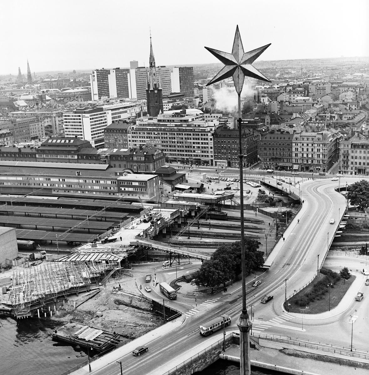Stockholm Central, utfart mot söder, över Tegelbacken mot Norra Järnvägsbron och Riddarholmen. Fotot taget fån Stadshusets torn.