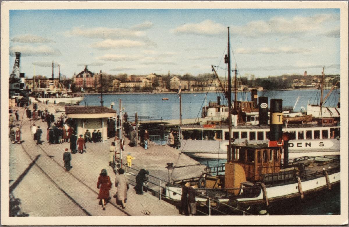 Skeppsbron med Djurgårdsfärjan.