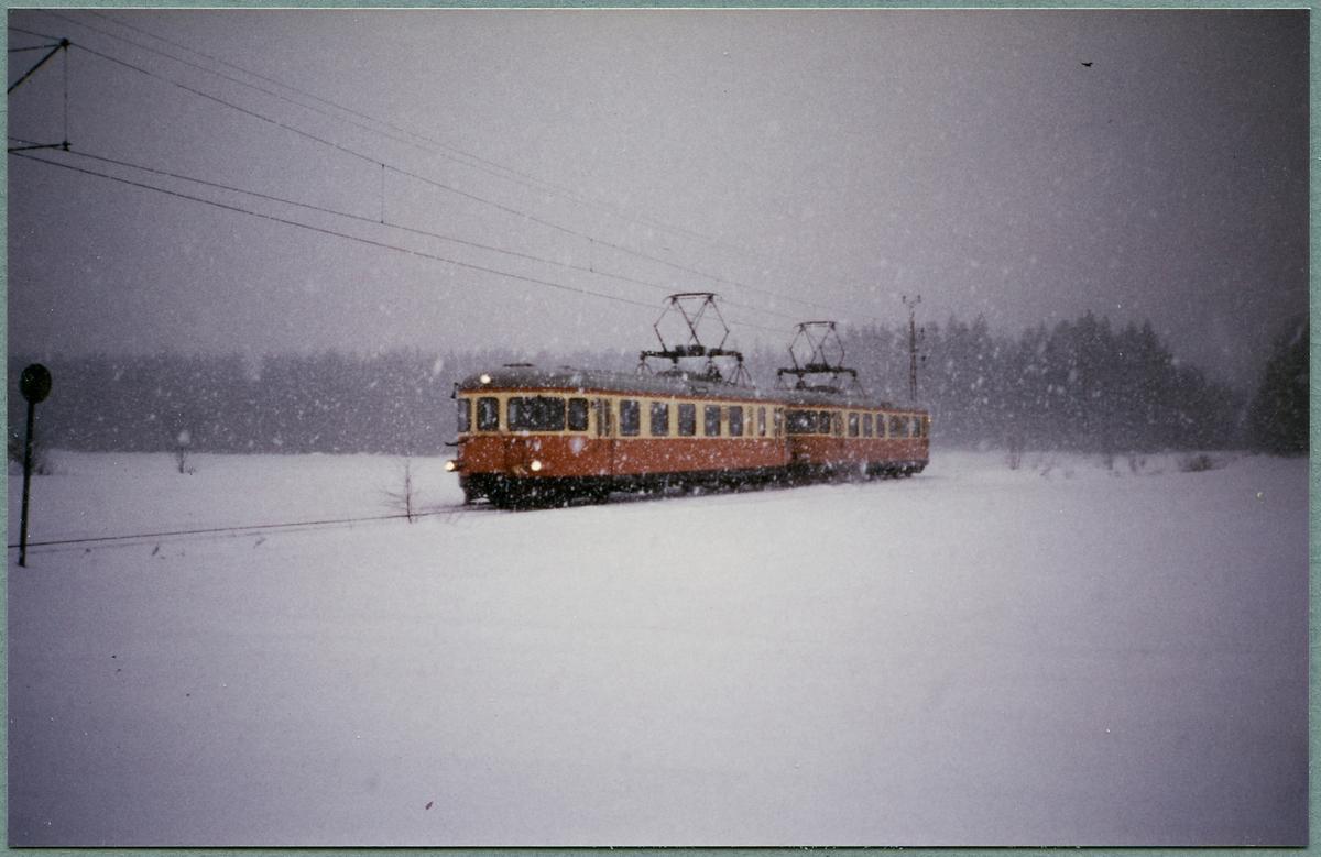 Rälsbusståg på linjen mellan Bälsåsby och Ingvaldstorp. Statens Järnvägar, SJ X16.
