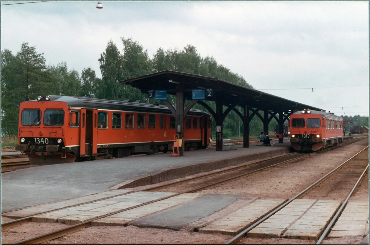 Statens Järnvägar, SJ Y1 1340 och SJ Y1 1317 i Hultsfred.