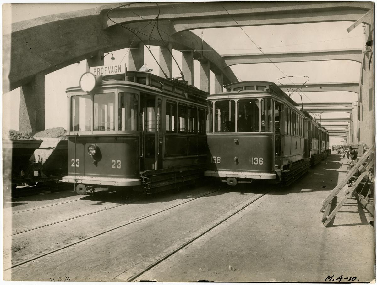 Spårvagnar på Krüger & Toll-bron över bangården. Bron färdigbyggd 1924.
