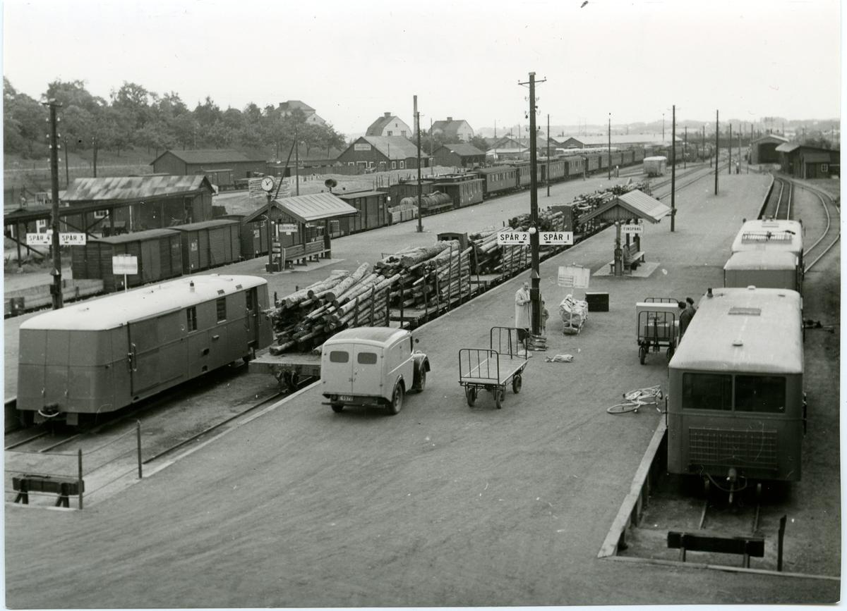 Plattformsspåren på Norrköpings Östra station Juni 1950. De sista dagarna innan SJ:s övertagande 1 Juli.
