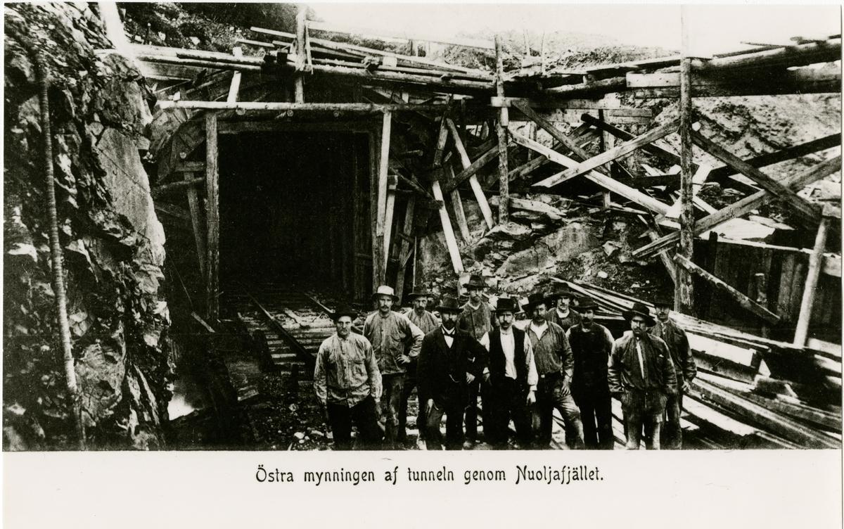 Statens Järnvägar, SJ,  Nuoljatunneln. Under åren 1905- 1906 försågs östra tunnelmynningen med betongtak.
