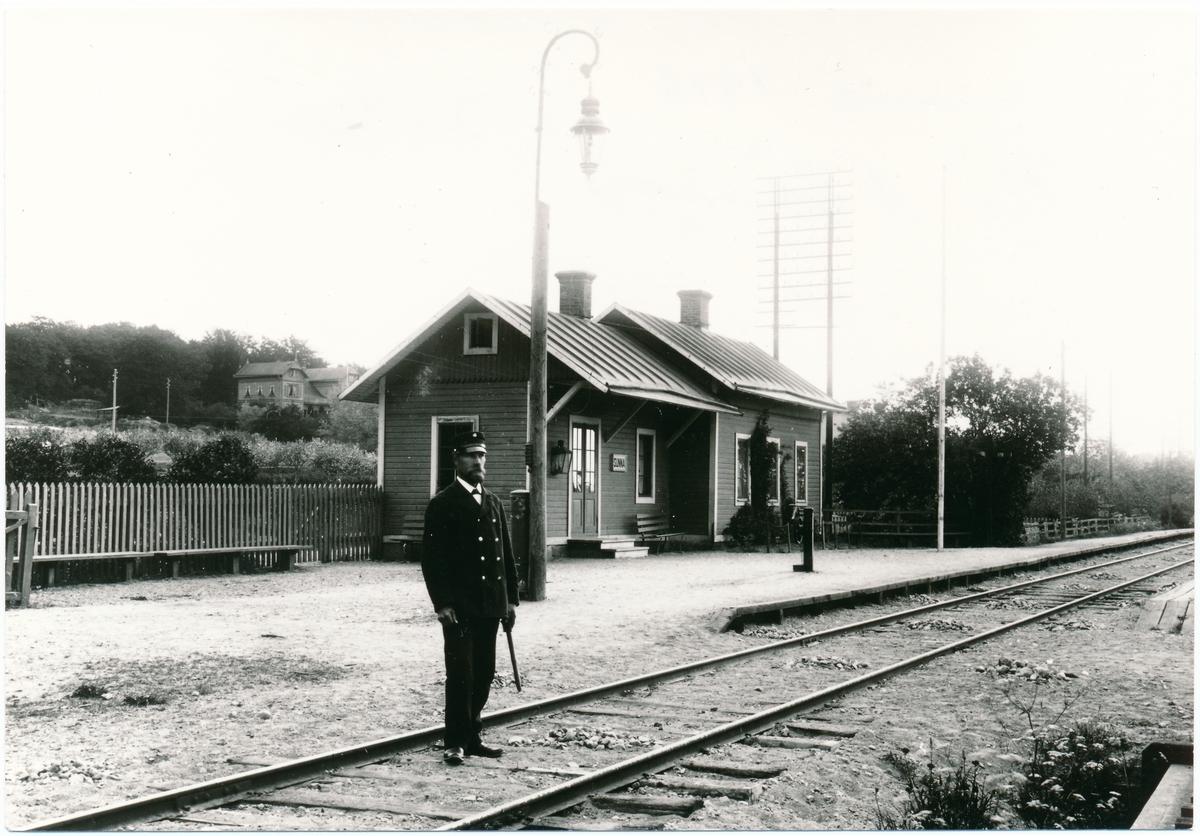 Platsvakt A. Friman vid Sunna hållplats