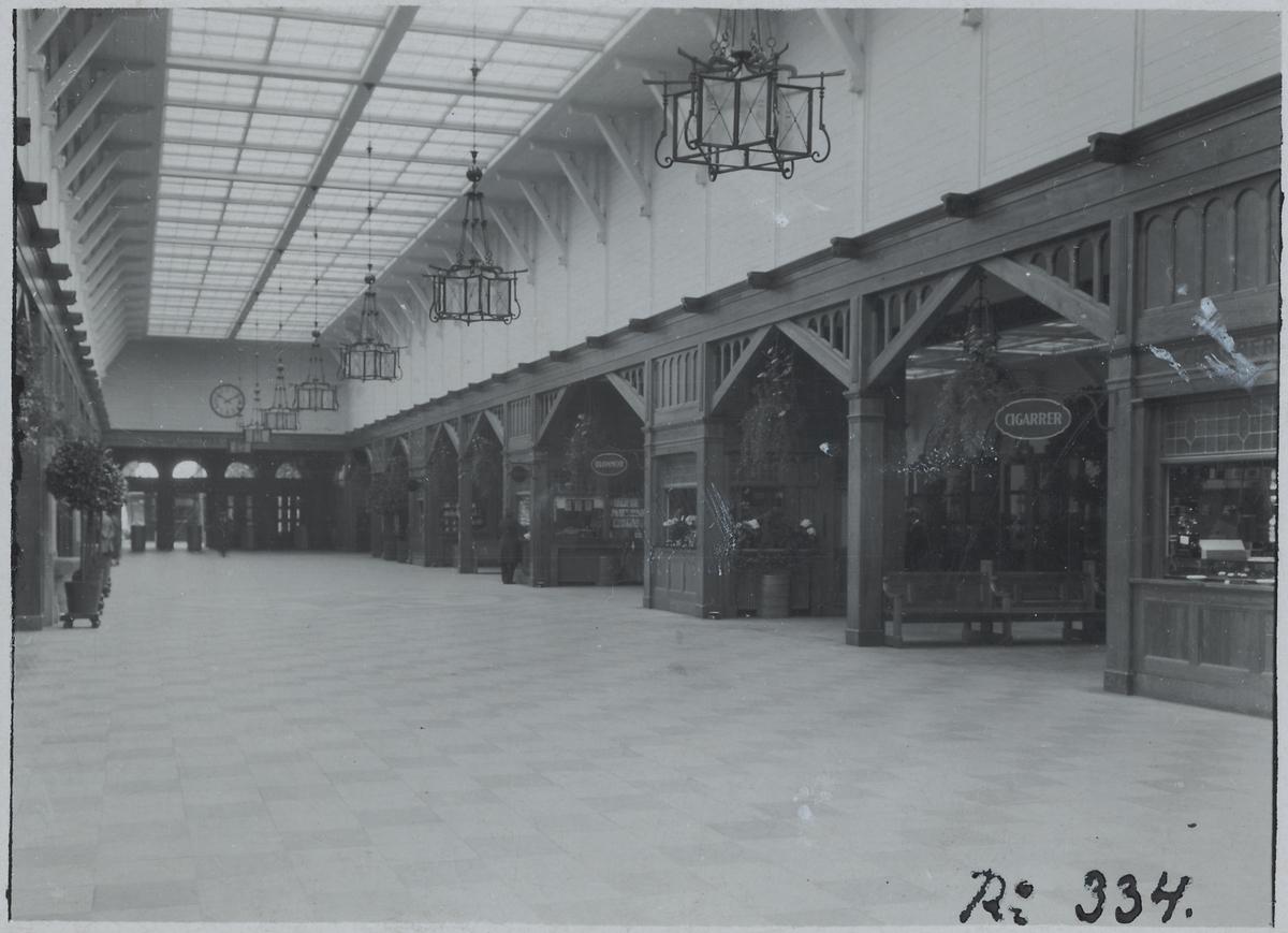 Göteborg C vänthallen.