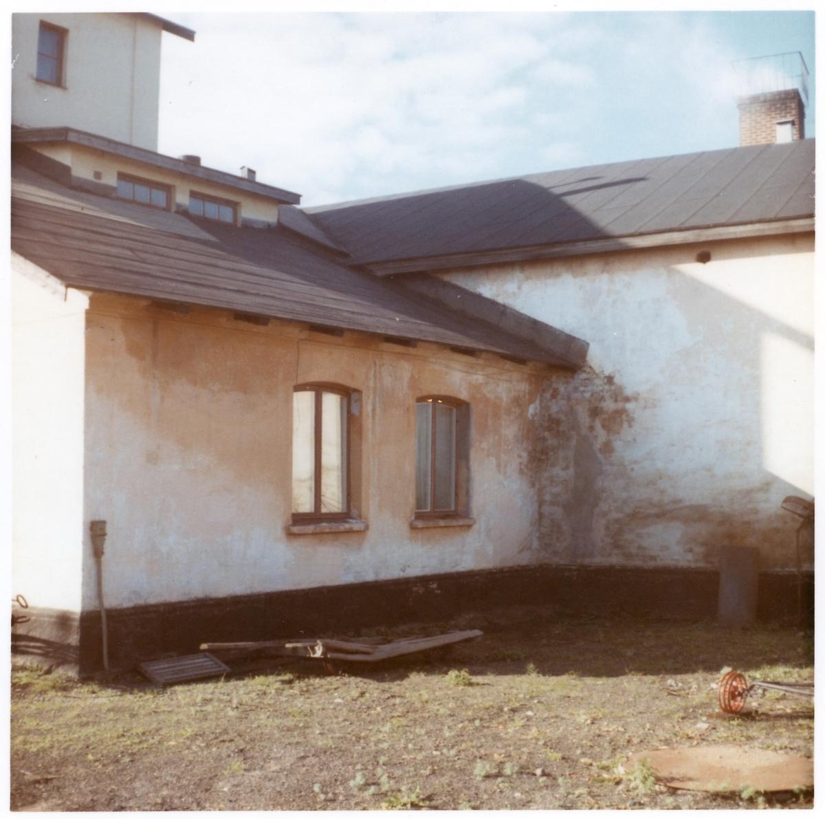 Husbyggnad vid lokstallet i Jörn.