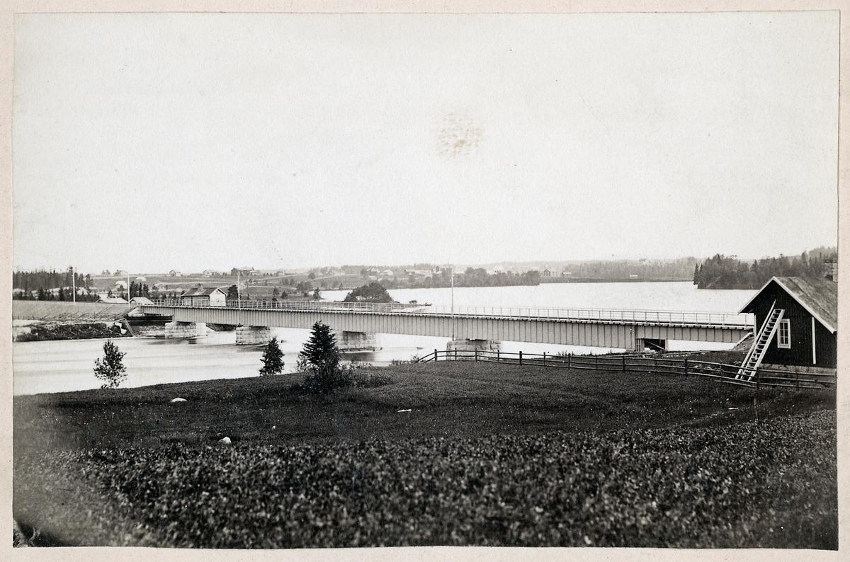 Järnvägsbro över Indalsälven vid Krokom.