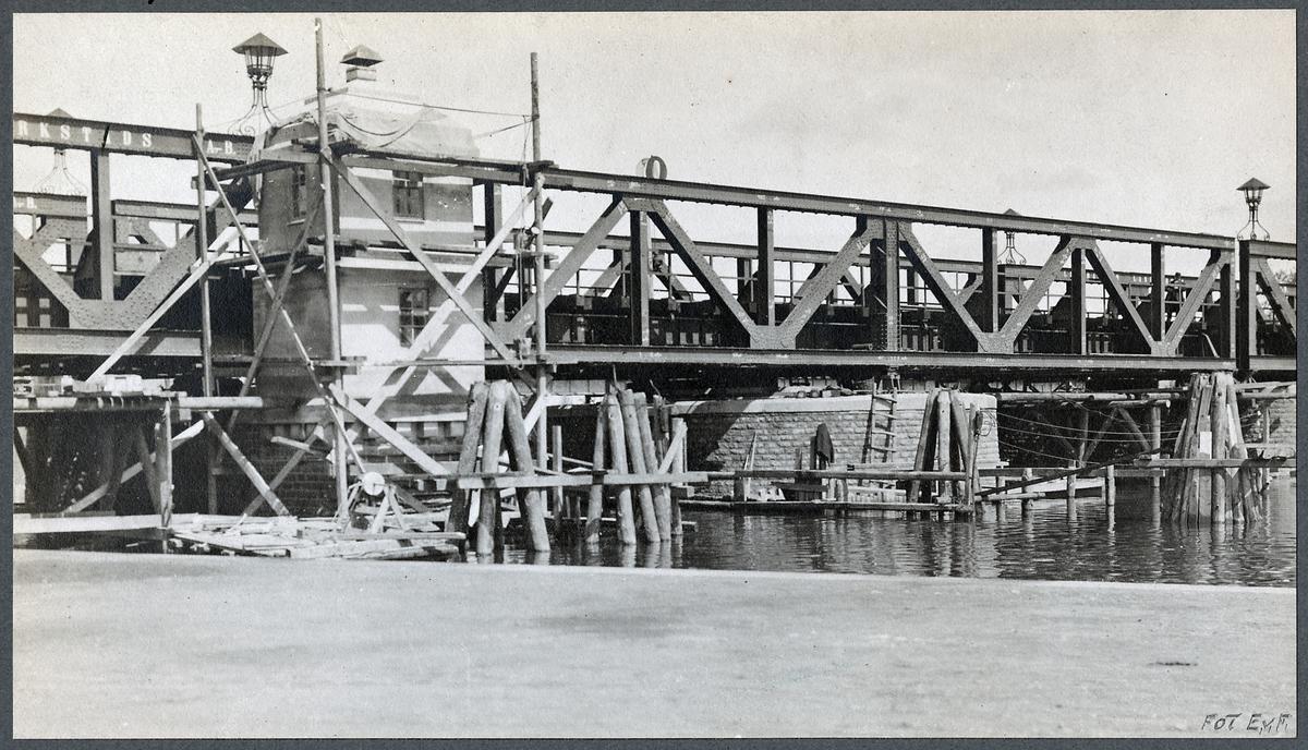 Järnvägsbron över Stångån vid Linköping. Svängspannet och manöverhytten.