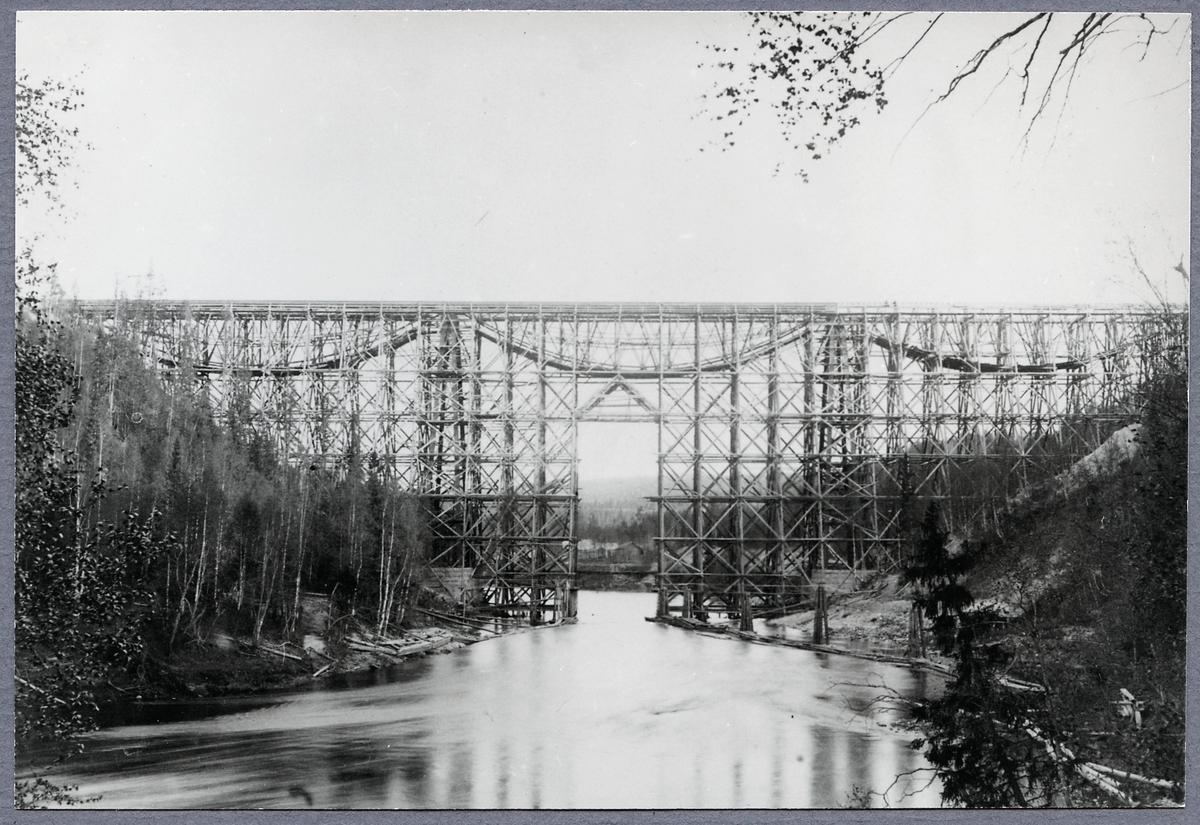 Järnvägsbro över Öreälven.