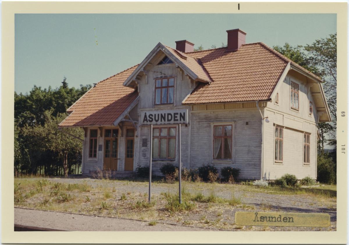 Vy över Åsundens Station. Arkitekt T J Folcke.Göteborg.. Såld med mark 1964.