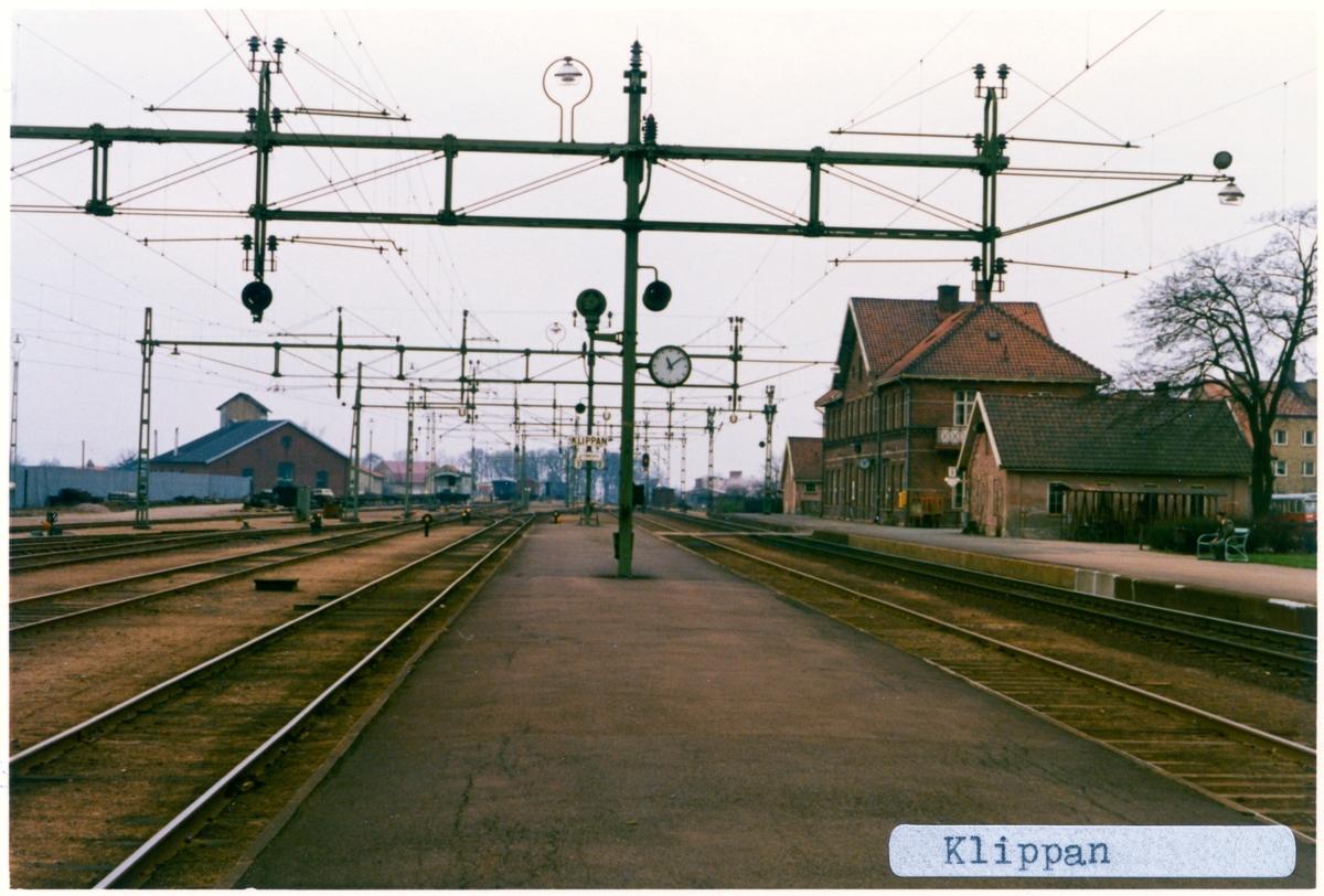 Station anlagd 1875 Tvåvånings stationshus i tegel. Till SJ 1940. Elektriferingen kom 1943. Godstafik upphörde 1990-01-08.
