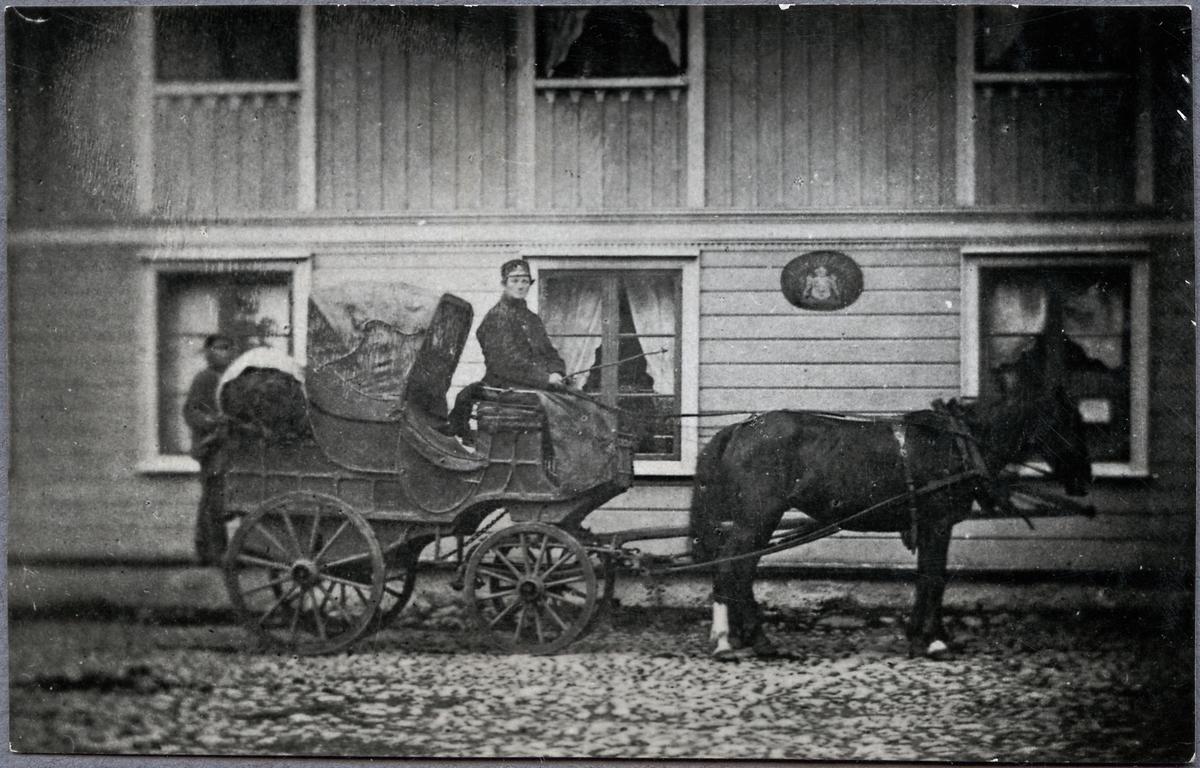 Postdiligens på 1860- talet på sträckan Lidköping - Skövde - Hjo.