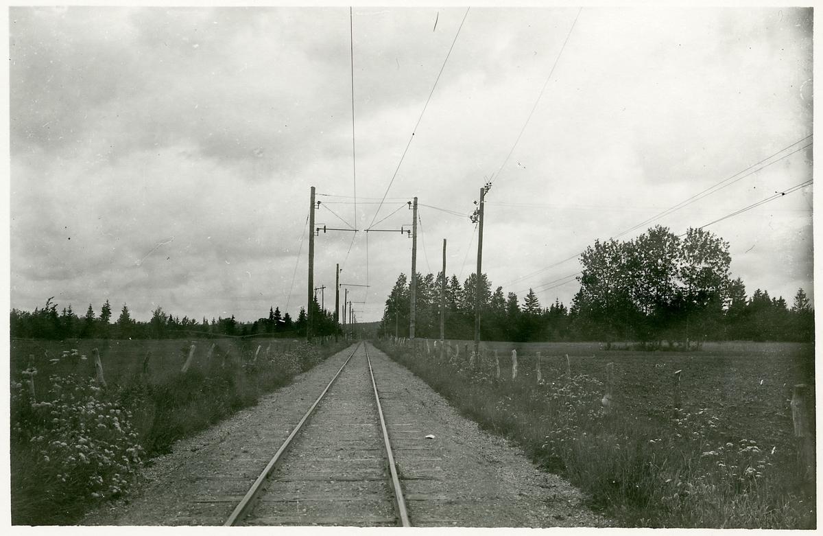 Bild från elektrifierad linje i mellersta Östergötland.