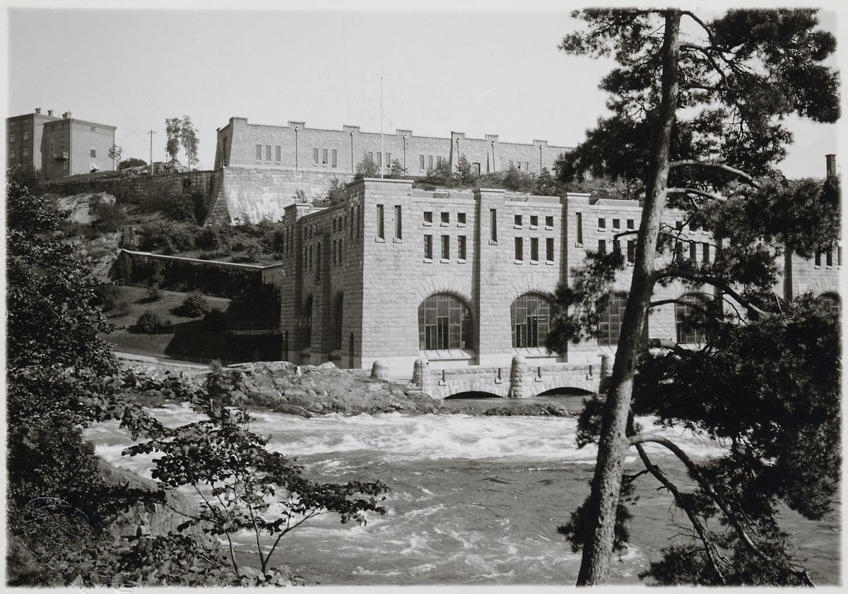 Trollhättans kraftstation även kallad Olidans kraftverk. Olidestationen är den äldsta bland de av staten byggda och ägda vattenkraftsanläggningarna. 1906-års riksdag tog utbyggnadsbeslutet, och arbetet startade samma år. Stationen uppfördes i 3 steg, varav de 4 första togs i drift 1910. Ytterligare 4 aggregat ingick i den andra utbyggnadsetappen som gjordes 1912-1914. Den tredje etappen om 5 aggregat slutfördes 1918-1921.
