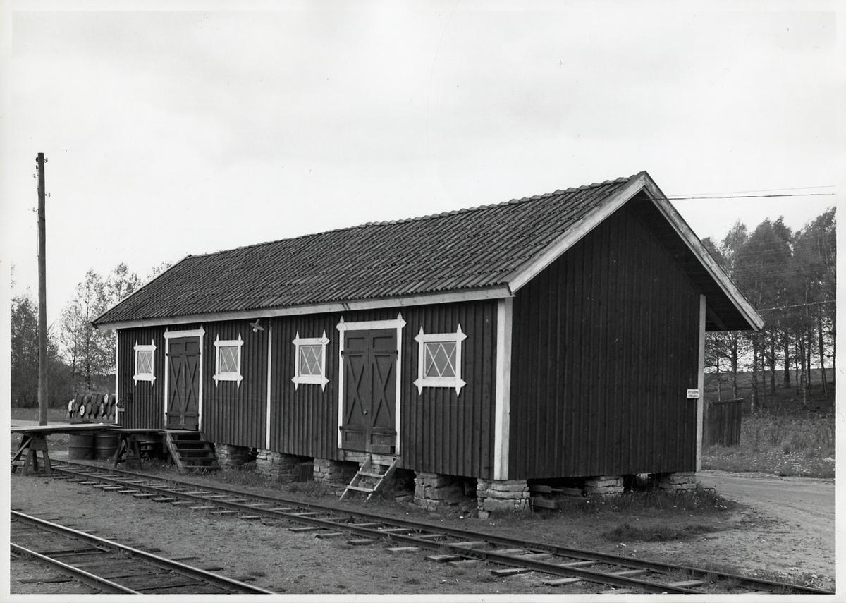 Godsmagasin Dala. Persontrafiken lades ner 28 maj 1961. Bandelen lades ner 1 sep 1967.