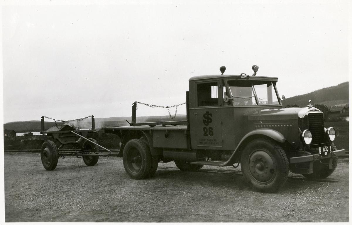 Staten Järnvägar, SJ lastbil 26 med släp.
