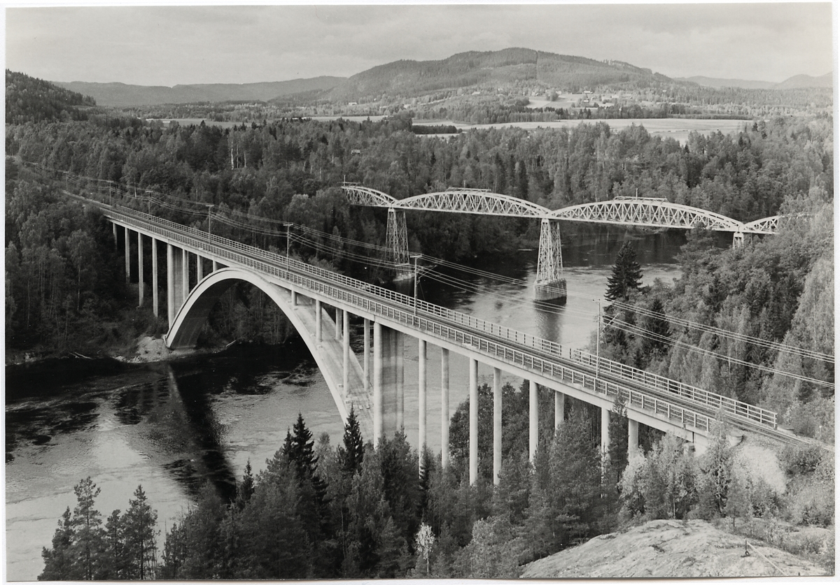 Järnvägsbro över Indalsälven vid Ragunda på linjen mellan Ånge och Ragunda.
