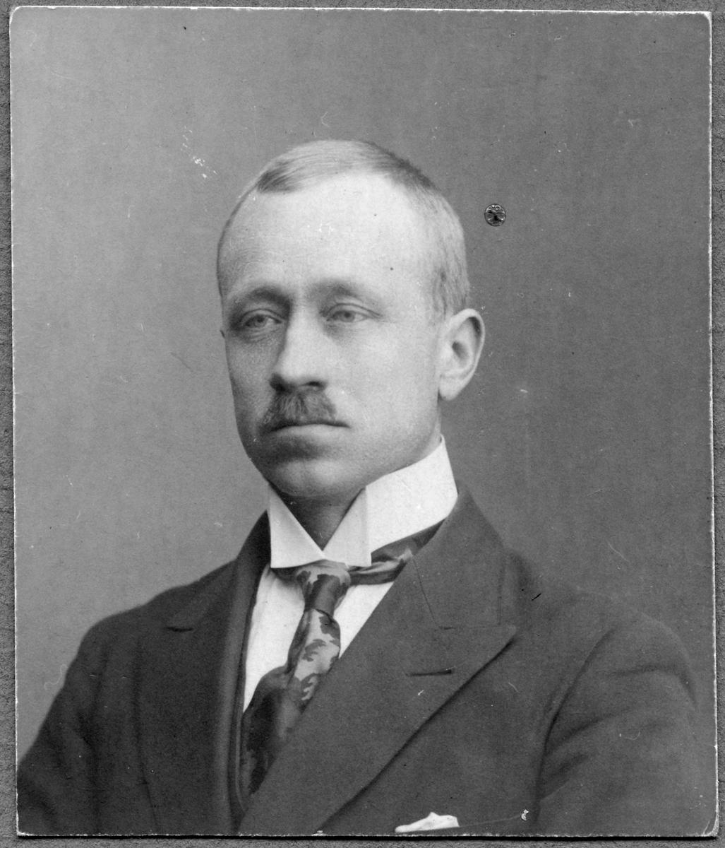 Stationsskrivare Sven Deurell.