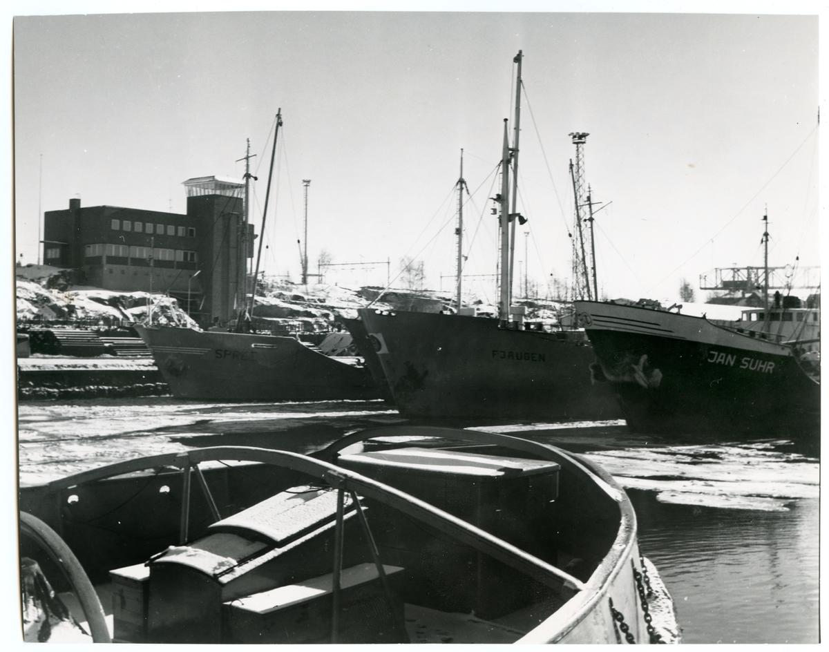 Fartyg i Oxelösunds hamn.