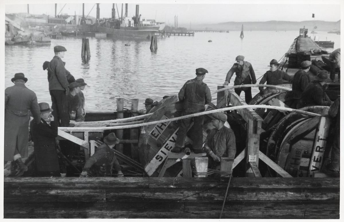 Kabeldragning från båt vid Marieholmsbron i Göteborg.