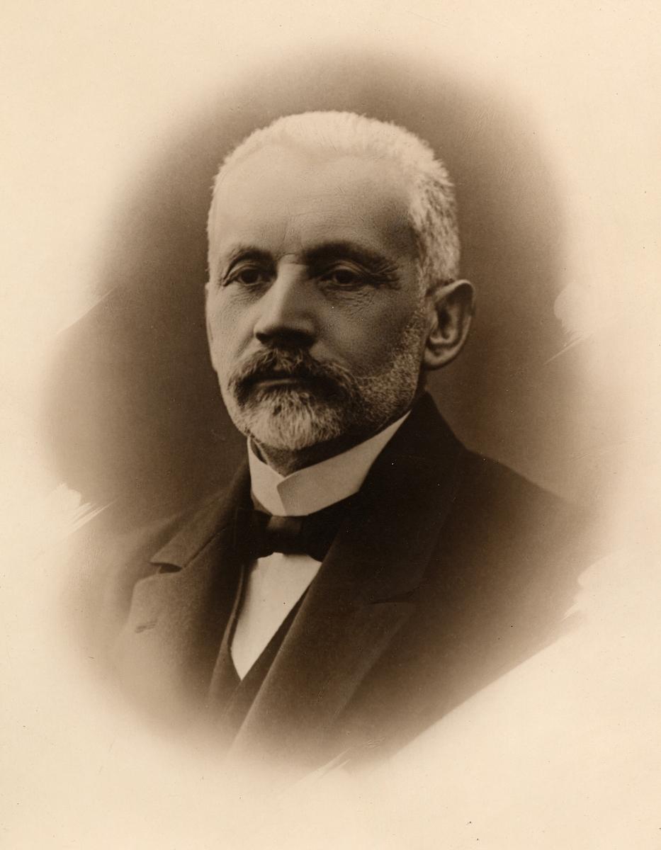 Fritiof Hedström revisor 1/11 05-31/8 17 född 12/4 52 död 17/8 1919