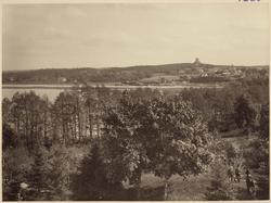 Kungsör i bortre delen av bilden omkring år 1910.