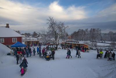 Ikke noe å si på verken været, stemningen eller besøket under Jul i Borggården 2018.