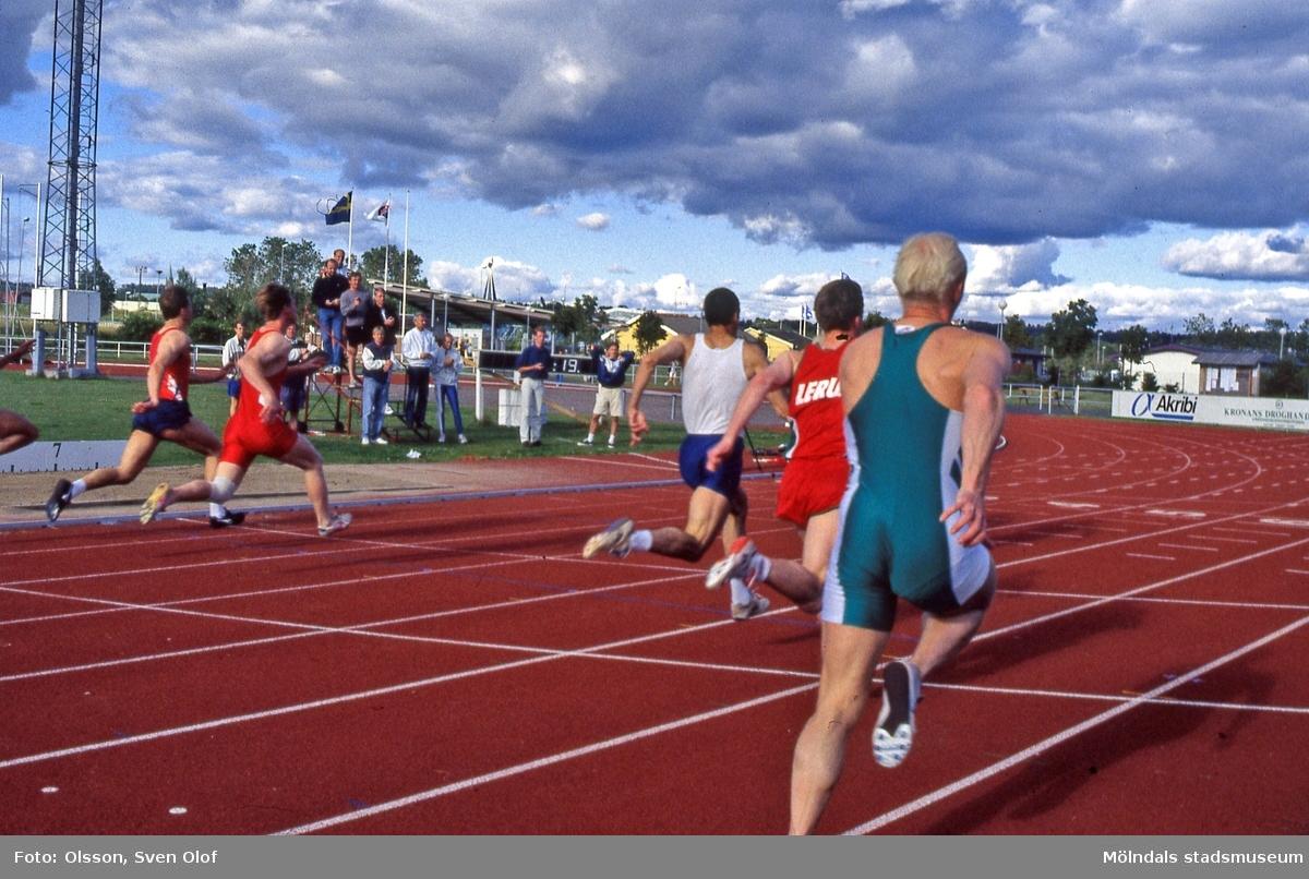 Idrottstävlingar på Åby friidrottsstadion vid Idrottsvägen i Åby, Mölndal, den 18 juli 1996. Löpning för herrar. D 24:6.