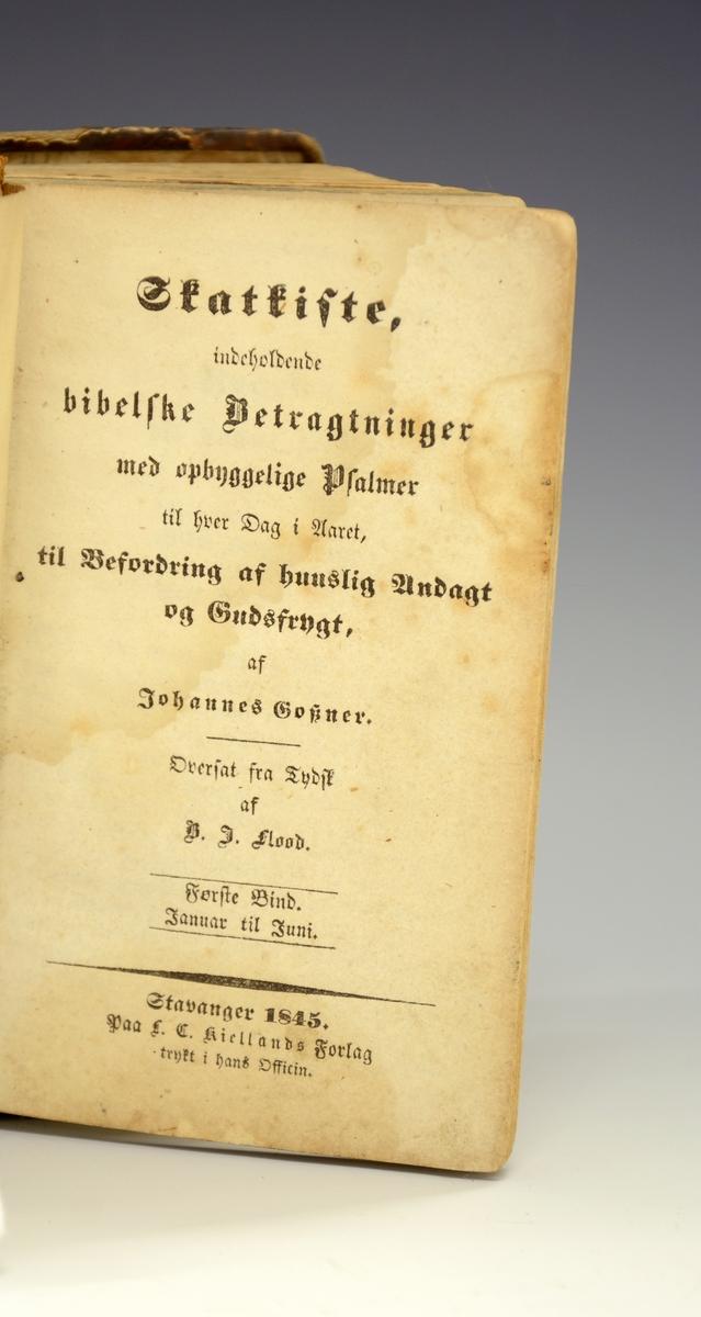 Bok. Fra protokollen: Johannes Goszner, Skatkiste etc. Oversat fra tysk af B. J. Flood. I-II. Stavanger 1845. 288 + 322 s. 8vo. (Paa 1ste forsats dedikation fraa G. A. Lammers til sonen E. A. Lammers).