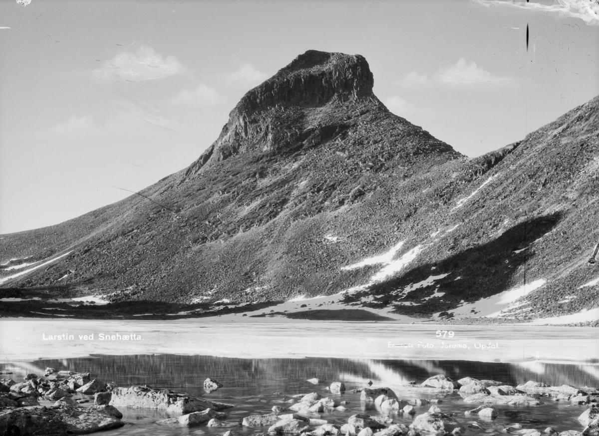 Larstinden, høyde på toppen er 2106 m og er nabofjellet på vestsiden av Snøhetta på Dovrefjell