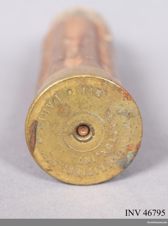 Grupp E V. Enhetspatron till kulspruta av Claxtons konstruktion, Paris. Uttbytt mot gjutjärnskula med vingar till Nordenfelts kulspruta, vilken var gåva 1881 av kapten Nordenfelt.