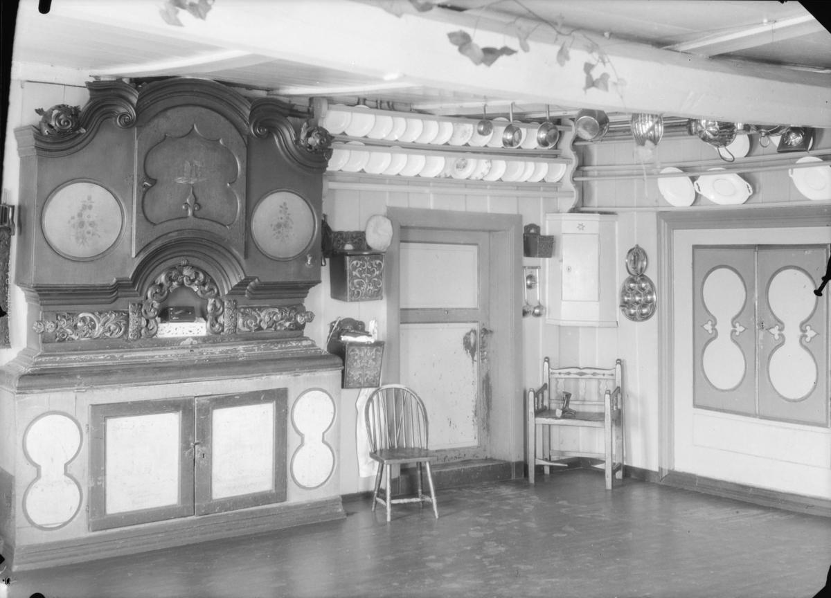 Dovrefjell, kjøkkenet på Hjerkinn Fjellstue med framskap, møbel og kjøkkenredskaper