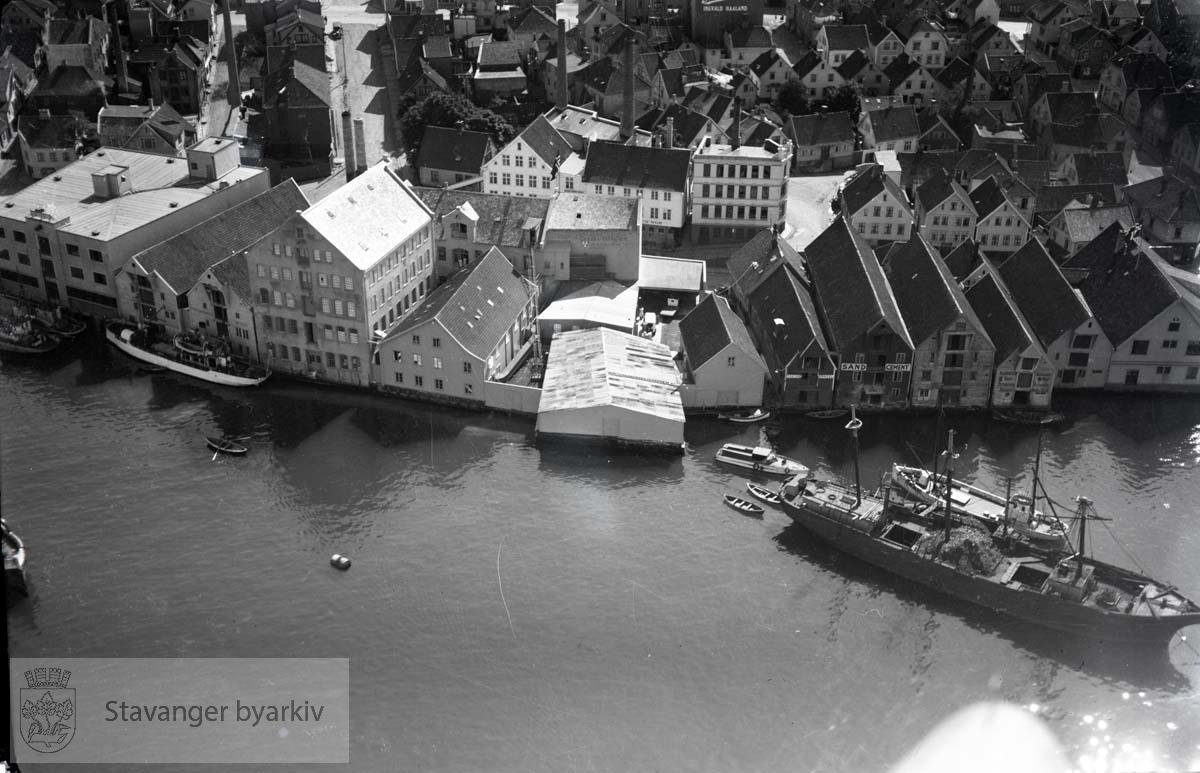 Østre havn mot sør..Verksgaten ved Store Skippergate. Videre Skippergata, Høkkergata, Pedersgata, Vinkelgata.
