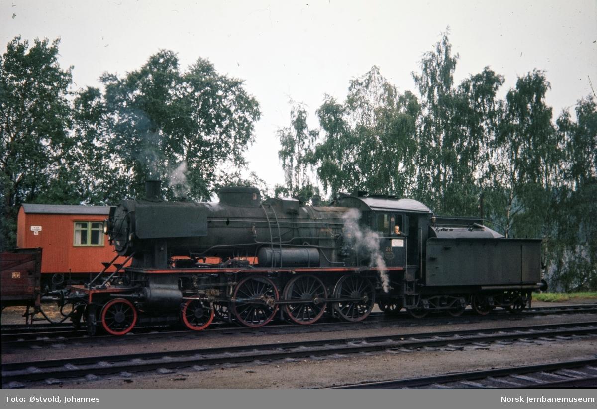 Damplokomotiv type 30a nr. 281 på Lillehammer stasjon.