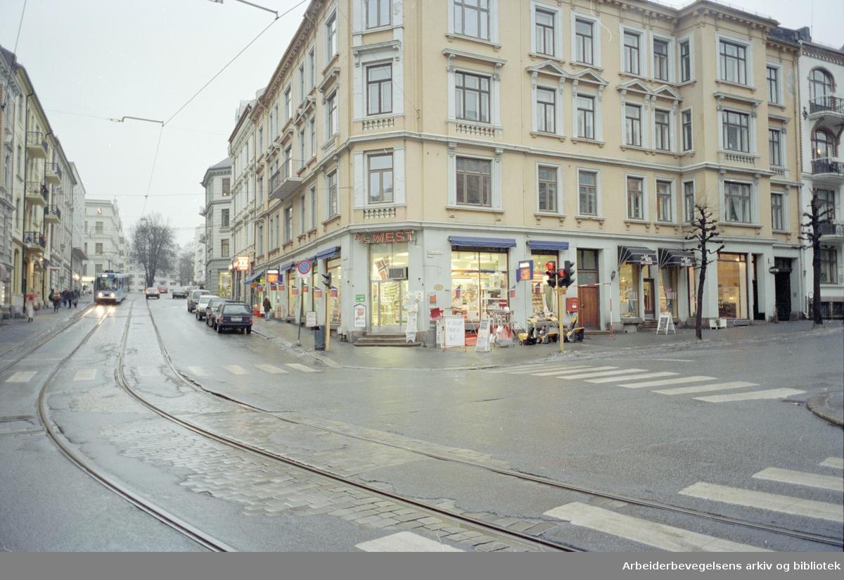Frognerveien. Niels Juels gate 40 på hjørnet av Frognerveien. Januar 1996
