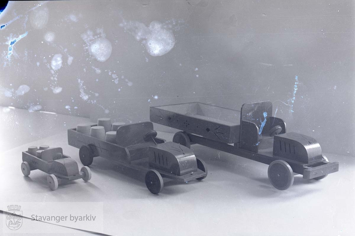 Små lastebiler i tre