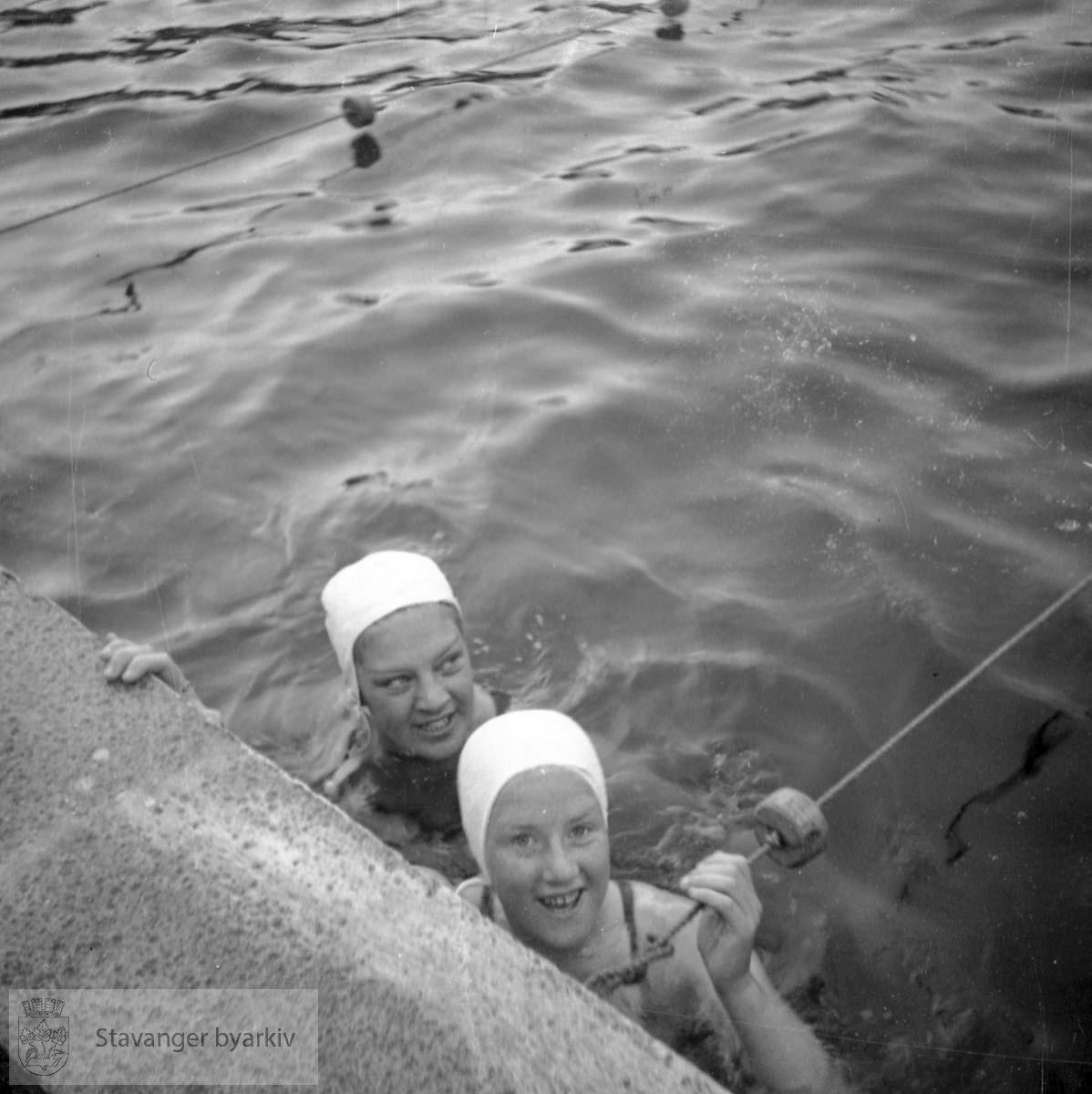 Familiesvømming eller firmasvømming (D.S.D.) i Strømvik bad .Strømvig bad / Strømvik bad