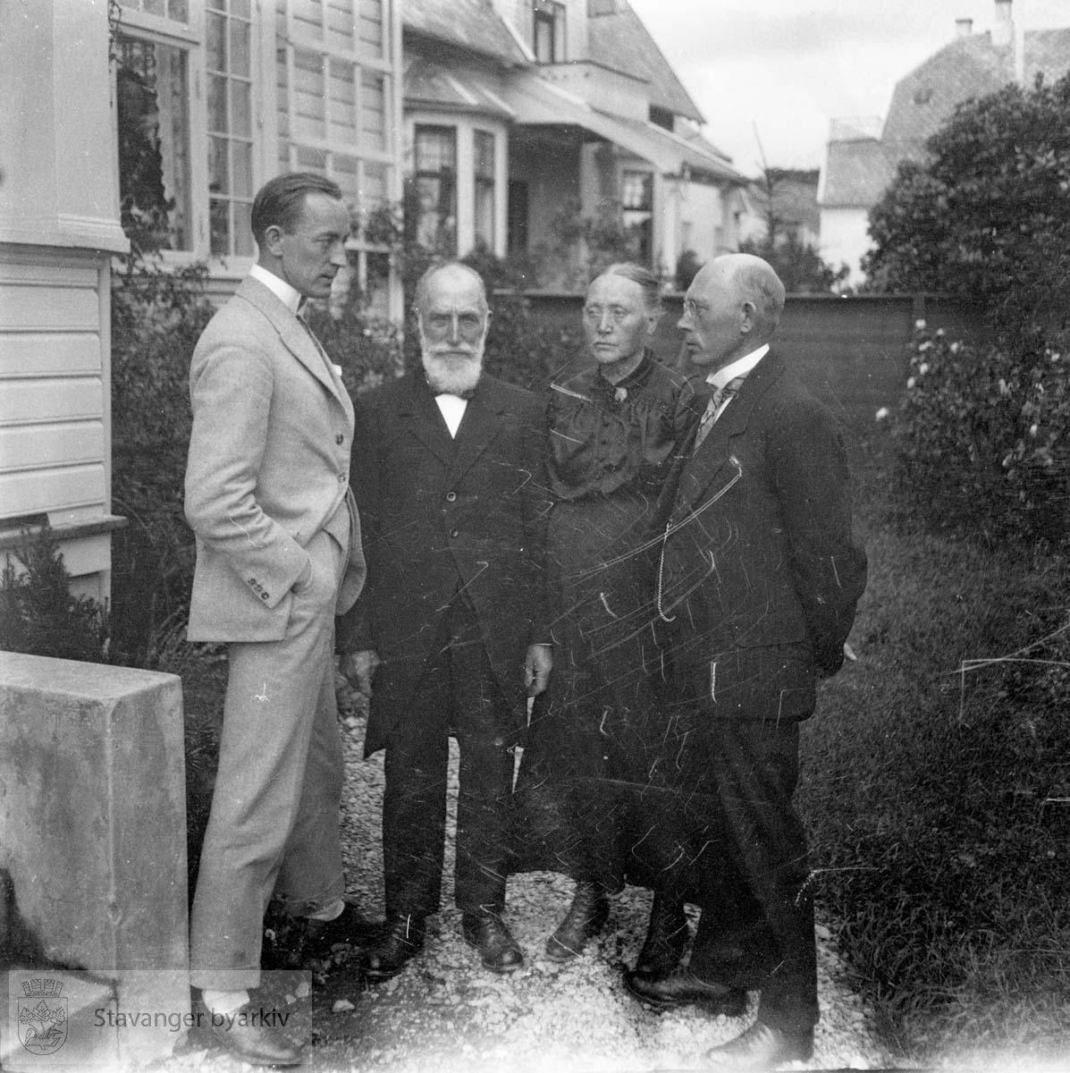 Hans Henriksen til venstre.