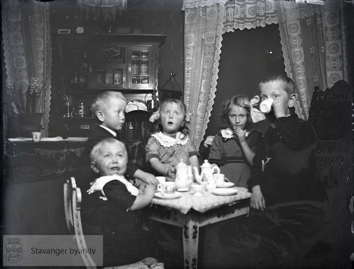 Fem barn hjemme hos Paulsen
