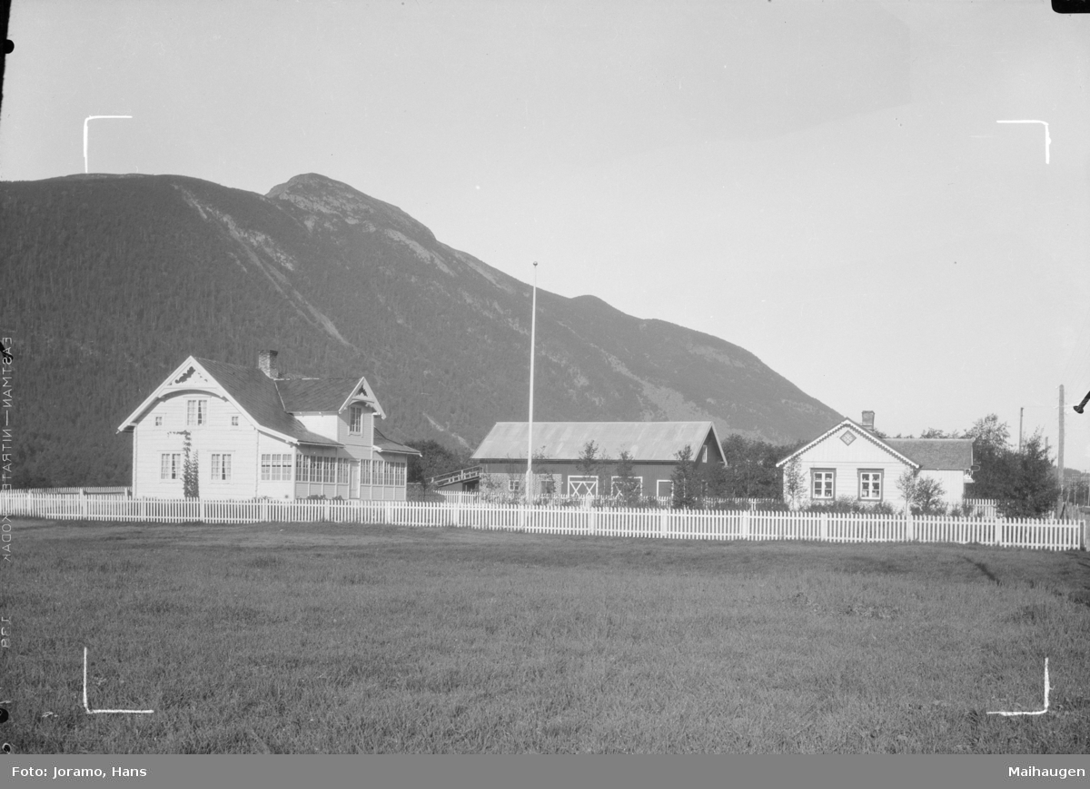 Bruket Fremstad også nevnt som Marøy, Dovre. I bakgrunn fjellet Sjøberget