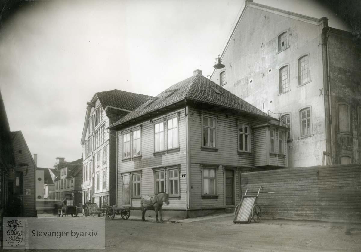 Jorenholmsgate 14 ble revet i slutten av oktober 1935 i anledning utvidelsen av kjøleanlegget.