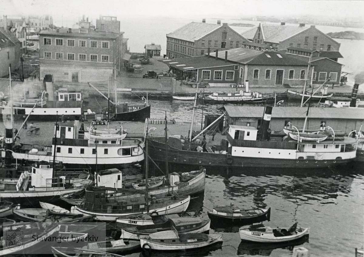 Småbåter ved Steinkarkaien og Slakteanlegget.