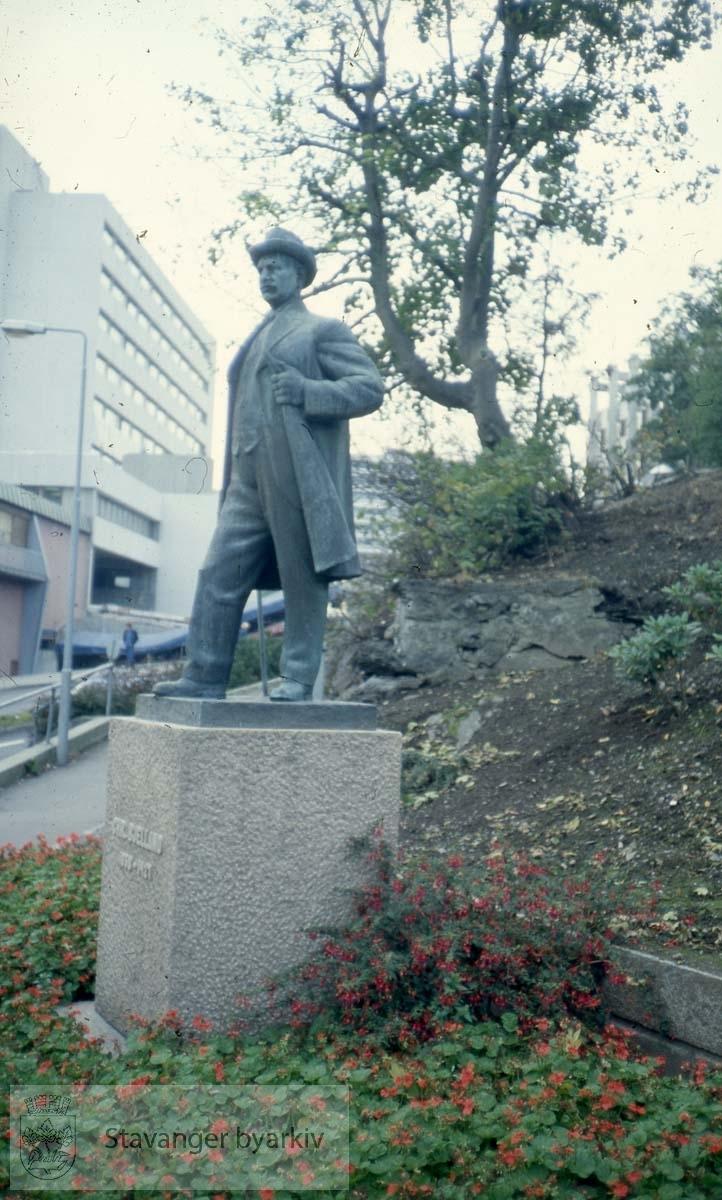 Chr. Bjelland, Kleivå.Skulptur av Ottar Espeland